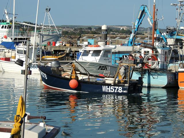 Boy Brax WH578 Fishing Vessel Boat Trawler Images